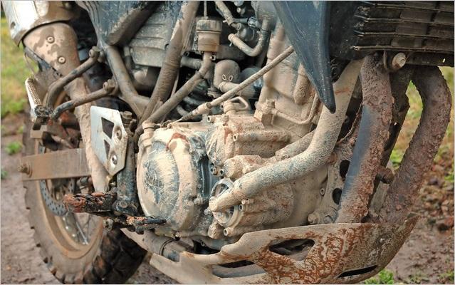 古いバイクのエンジン