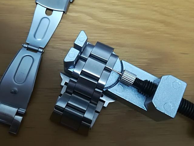 時計のコマの調整器