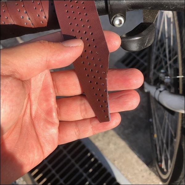 クロスバイクのグリップをバーテープに交換したよ9