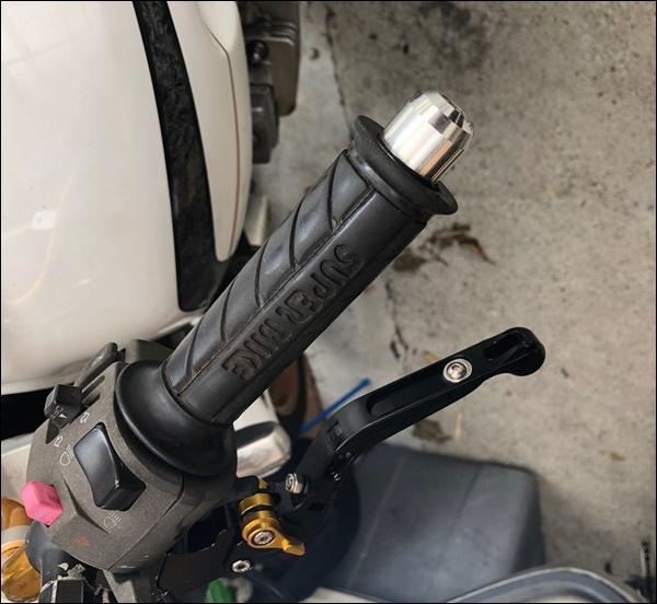 バイクのグリップ交換