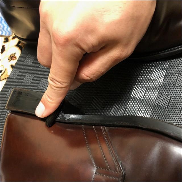 コードバンの革靴にコバインキを塗っていく前にコバを均すよー(かっさ棒編3