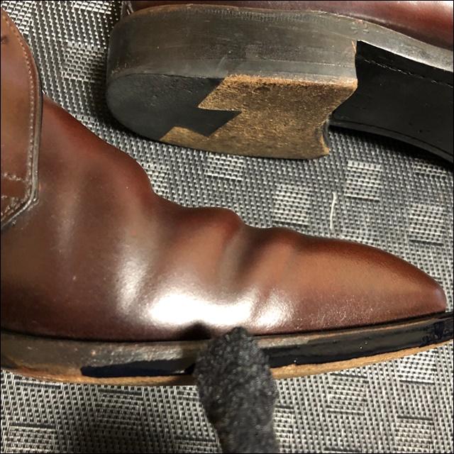 コードバンの革靴の反対側にもコバインキを塗るよ
