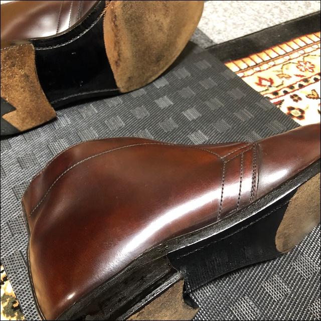コードバンの革靴の靴底にもコバインキを塗るよ