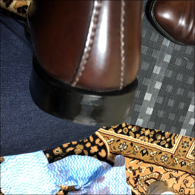コードバンの革靴の反対側にもコバインキを塗るよ4