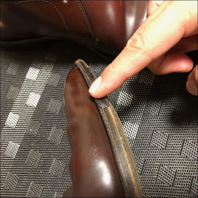 コードバンの革靴にコバインキを塗っていく前にデリクリを塗るよー2