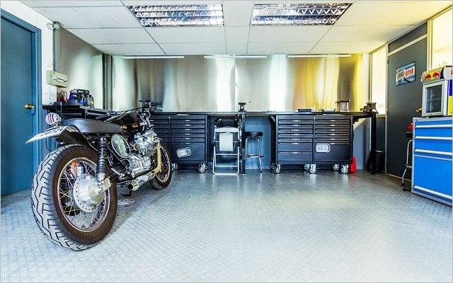 ガレージのバイク