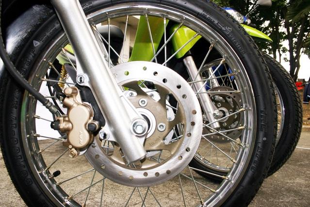 バイクのタイヤ & ブレーキディスク